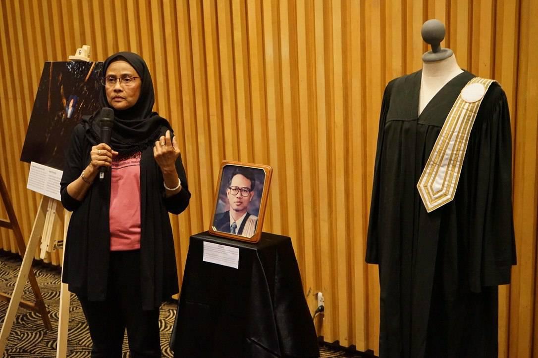 นางอังคณา นีละไพจิตร อดีตกรรมการสิทธิมนุษยชน ในฐานะภรรยานายสมชาย นีละไพจิตร   ได้นำช.jpg